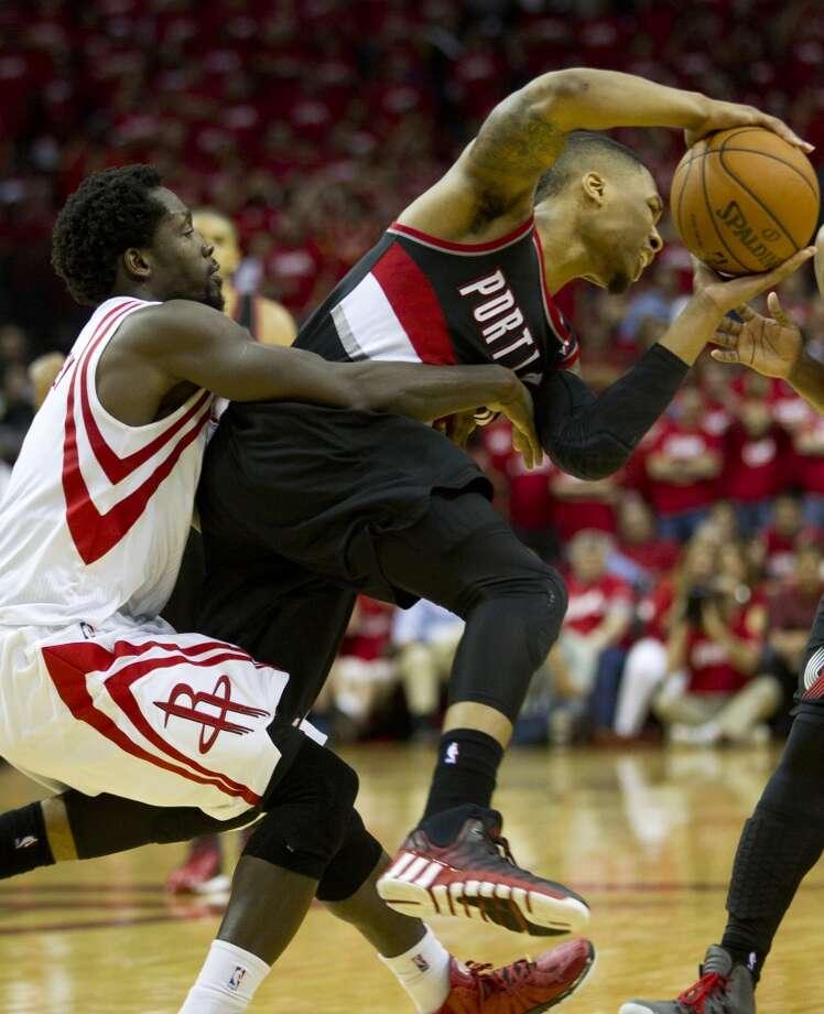Rockets guard Patrick Beverley (2) fouls Trail Blazers guard Damian Lillard. Photo: Brett Coomer, Houston Chronicle