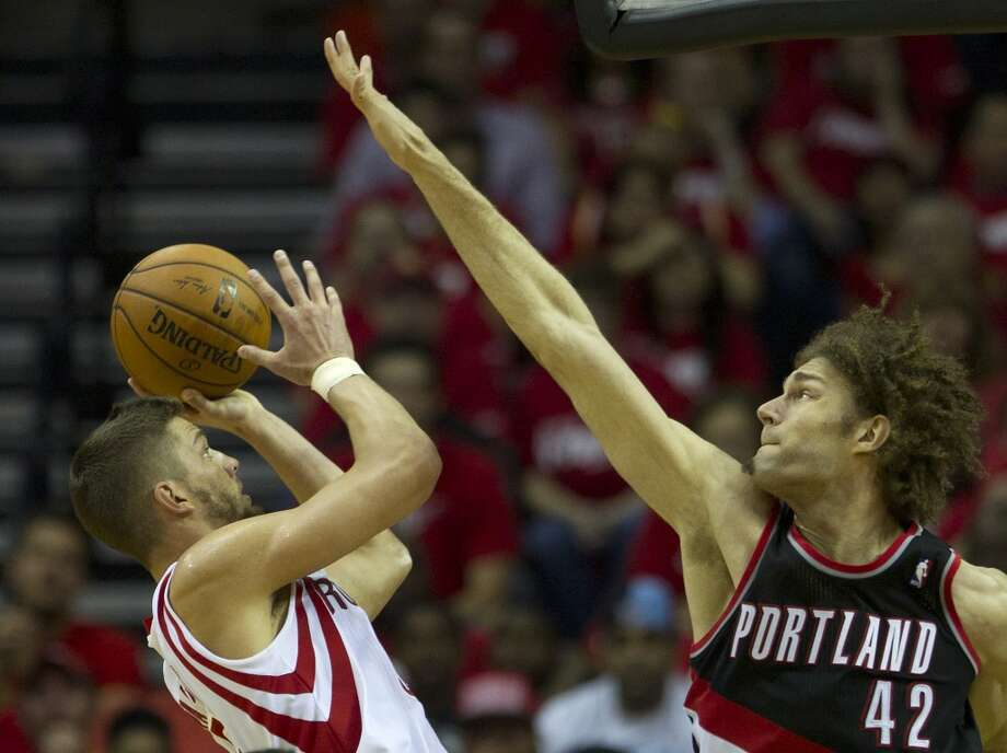 Rockets forward Chandler Parsons (25) shoots with Trail Blazers center Robin Lopez (42) defending. Photo: Brett Coomer, Houston Chronicle