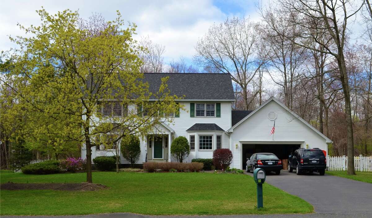 House of the Week: 3 Cindy Lane, Clifton Park | Realtor: Alexander Monticello | Discuss: Talk about this house