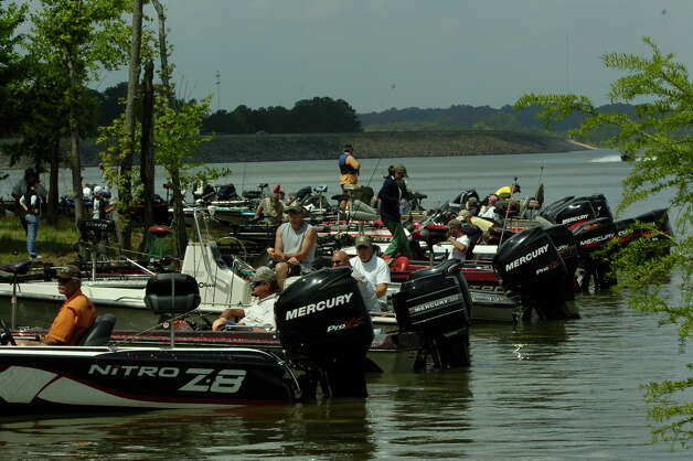 Anglers hit rayburn for 30th big bass splash beaumont for Fishing sam rayburn