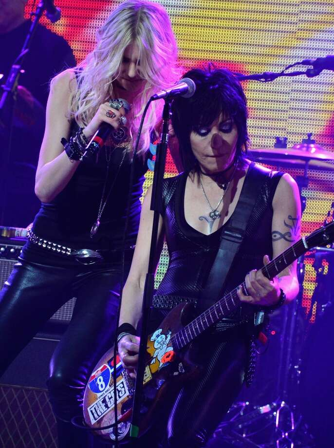 Singers Taylor Momsen of The Pretty Reckless and Joan Jett (R) perform onstage at the 2014 Revolver Golden Gods Awards at Club Nokia on April 23, 2014 in Los Angeles, California. Photo: Frazer Harrison, Getty Images