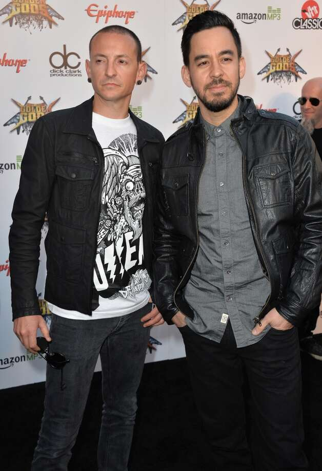 Musicians Chester Bennington and Mike Shinoda (R) attend the 6th Annual Revolver Golden Gods Award Show at Club Nokia on April 23, 2014 in Los Angeles, California. Photo: Frazer Harrison, Getty Images