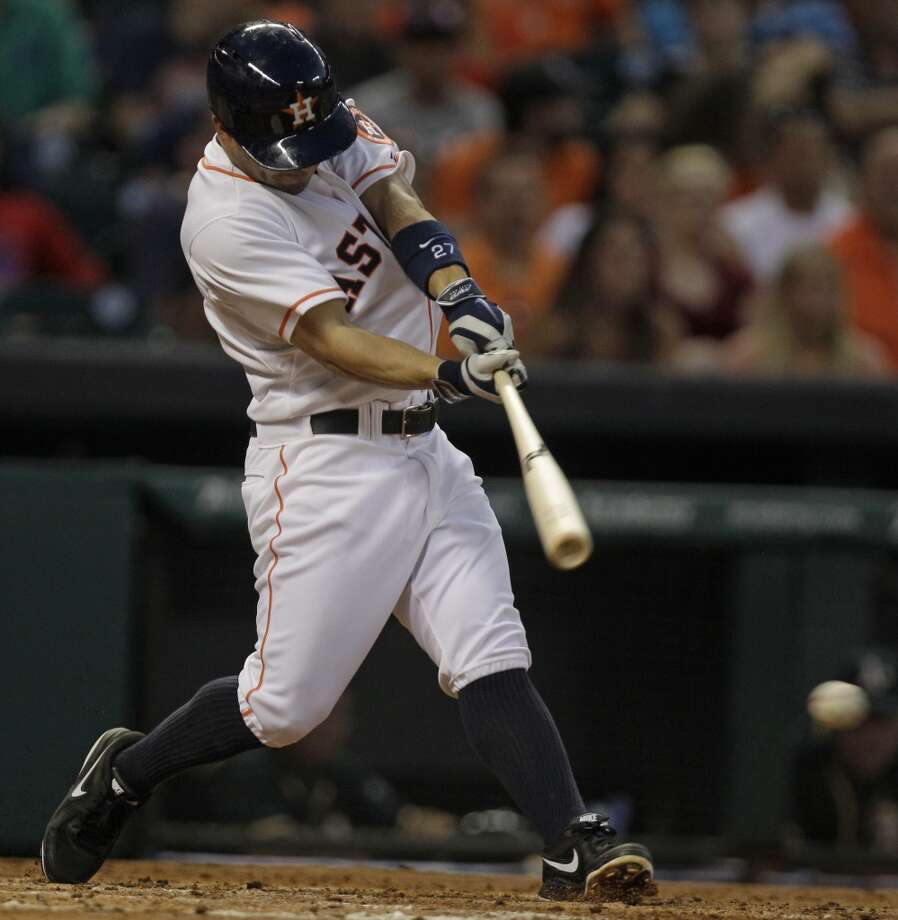 Jose Altuve hits a single. Photo: Melissa Phillip, Houston Chronicle