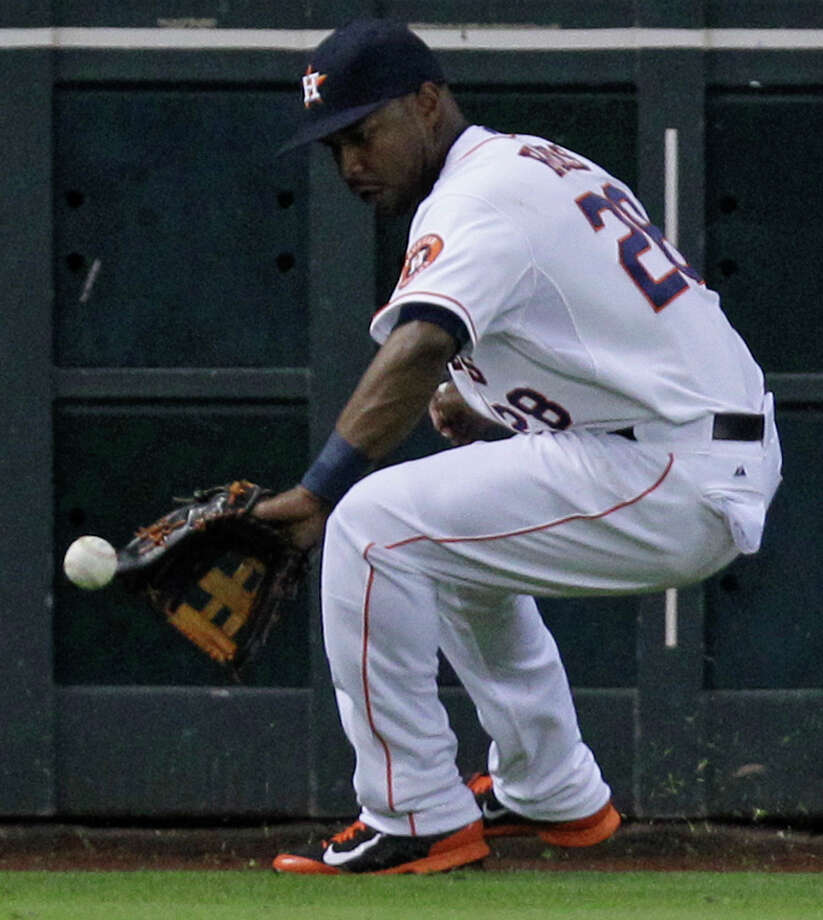 L. J. Hoes makes a fielding error on hit by Craig Gentry. Photo: Melissa Phillip, Houston Chronicle / © 2014  Houston Chronicle