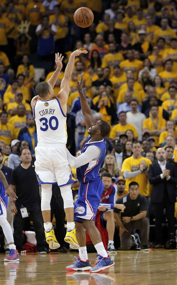 Stephen Curry (30) puts up a shot that would have won the game but missed in the final seconds while defended by Chris Paul (3) and the Clippers defeated the Warriors 98-96. The Golden State Warriors played the Los Angeles Clippers at Oracle Arena in Oakland, Calif., on Thursday, April 24, 2014, in Game 3 of the first-round playoff series. Photo: Carlos Avila Gonzalez, The Chronicle