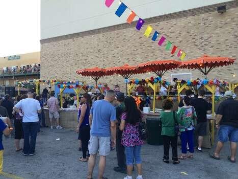 The lines are sparse for Maria's Tortillas Thursday night at NIOSA. Photo: Benjamin Olivo, MySA.com
