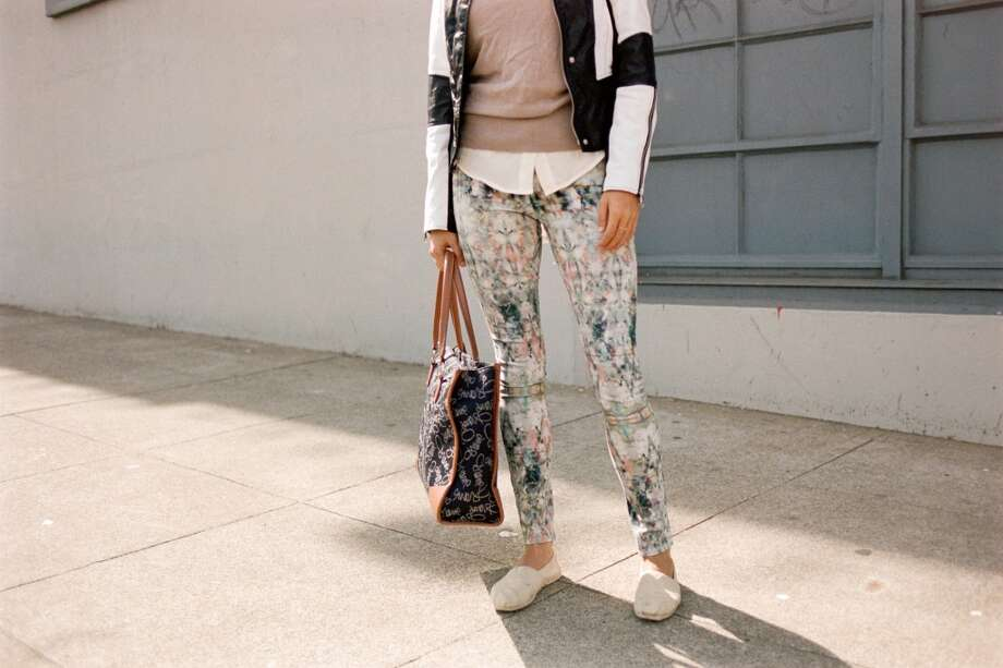 Lee paired floral-printed Paige Denim with white Toms. Photo: William Rittenhouse