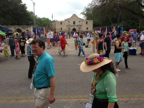People file into Alamo Plaza before the Battle of Flowers parade on Friday, April 25, 2014. Photo: Edward A. Ornelas, San Antonio Express-News