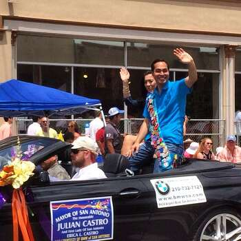 Mayor Julian Castro rides in the Battle of Flowers parade on Friday, April 25, 2014. Photo: Benjamin Olivo, San Antonio Express-News