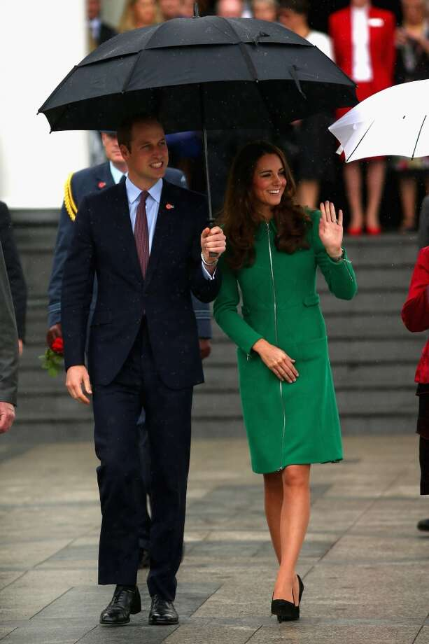 Kate Middleton brightens up a gloomy day in bold green on April 12, 2014 in Cambridge, New Zealand. Photo: Phil Walter, Getty Images