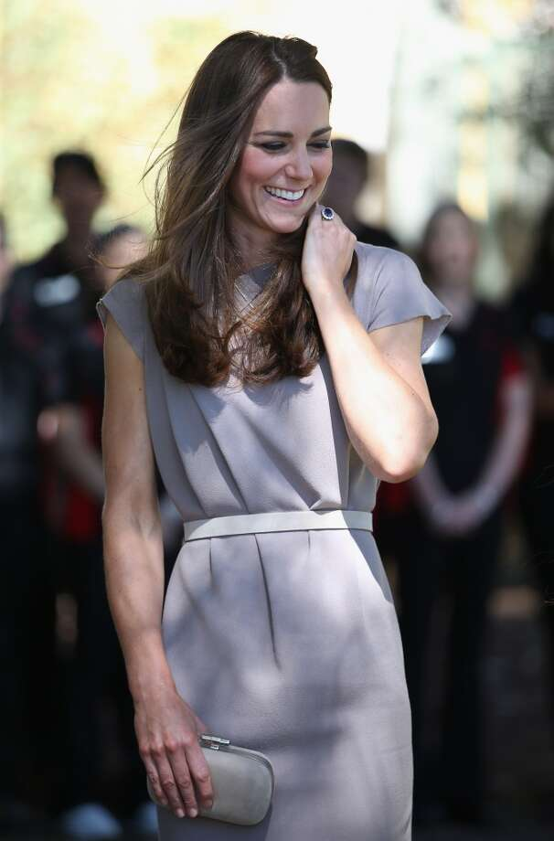 Tres chic in lavender —her clutch is a perfect compliment —Catherine, Duchess of Cambridge visits an indigenous Training Academy on April 22, 2014 in Ayers Rock, Australia. Photo: Chris Jackson, Getty Images