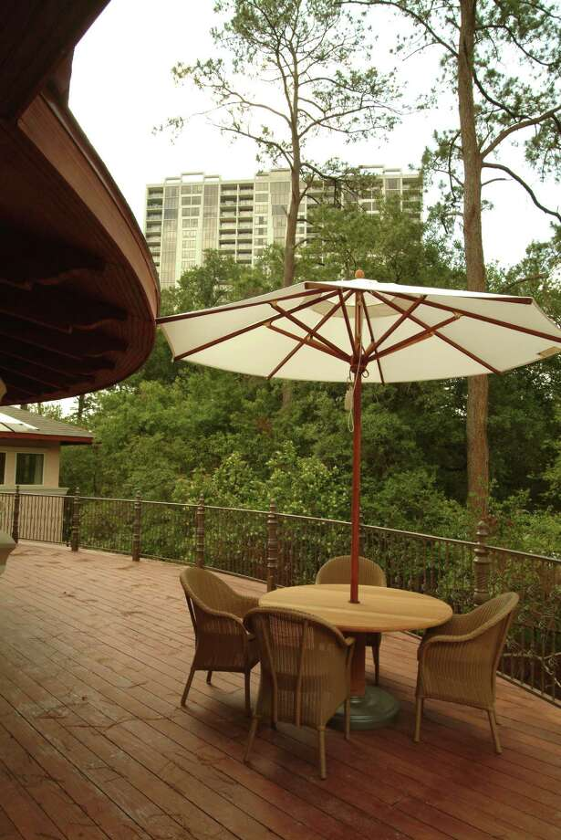 The second-floor veranda at Trellis Spa at The Houstonian offers views of the verdant property and is a popular spot to have a post-treatment lunch. / The Houstonian Hotel, Club & Spa