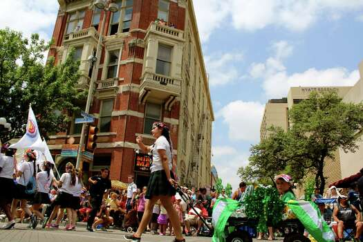 The 2014 Battle of Flowers Parade went off with all the usual fun, food and fantastic sights. These are the folks who braved the heat to take it all in. Photo: By Yvonne Zamora, For MySA.com