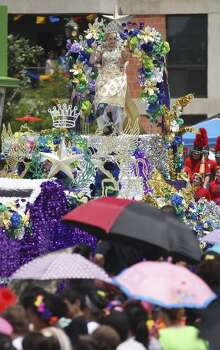 Queen of the Court of Sovereign Legends Mallory Lynn Sparr shows her boots to the crowd at the 2014 Battle of Flowers parade on Friday, Apr. 25, 2014. (Kin Man Hui/San Antonio Express-News) Photo: Kin Man Hui, San Antonio Express-News