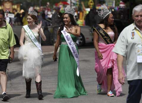 Fiesta Teen Queen Mallory Mulder (from left), Miss Fiesta Sophia Campos and Queen of Soul SaSha Jones walk stroll to lunch before the start of the 2014 Battle of Flowers parade on Friday, Apr. 25, 2014. (Kin Man Hui/San Antonio Express-News) Photo: Kin Man Hui, San Antonio Express-News