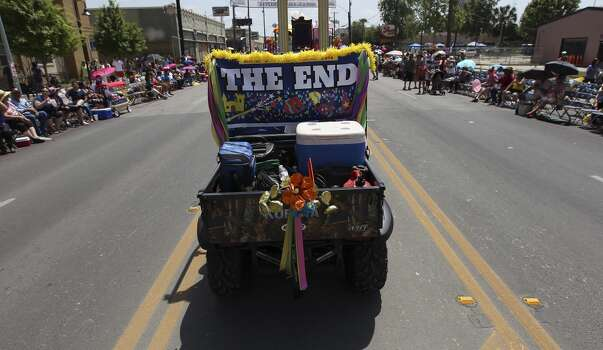 A vehicle informs parade watchers of the conclusion of the 2014 Battle of Flowers parade on Friday, Apr. 25, 2014. (Kin Man Hui/San Antonio Express-News) Photo: Kin Man Hui, San Antonio Express-News