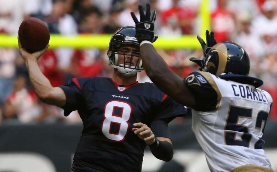 Houston Texans quarterback David Carr is now just a painful memory for Texans fans. Photo: Nick De La Torre, HOUSTON CHRONICLE