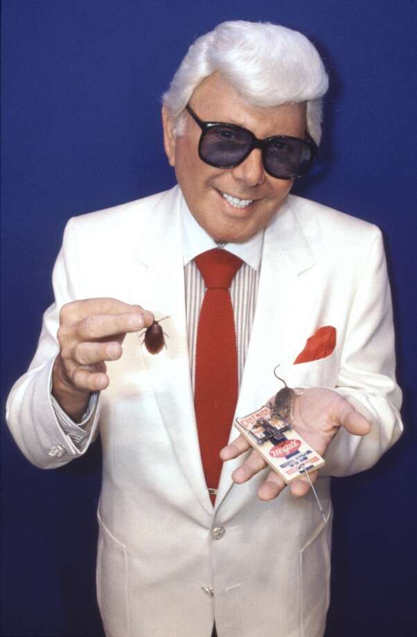 Marvin Zindler poses with a real mouse trap and fake rodents. Photo: Ira Strickstein, Houston Chronicle