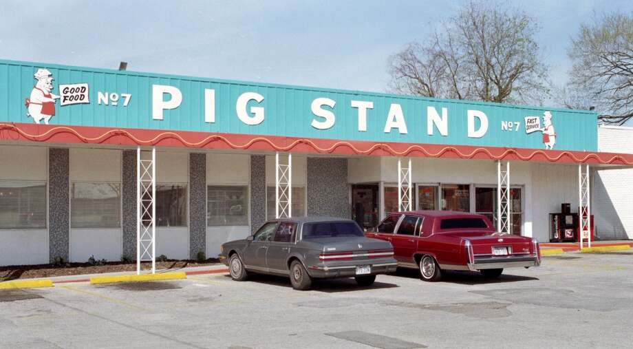 Exterior photo of the Pig Stand Restaurant, once the oldest restaurant in Houston, on Washington Avenue, seen here in 1995. Photo: Ben DeSoto, Houston Chronicle
