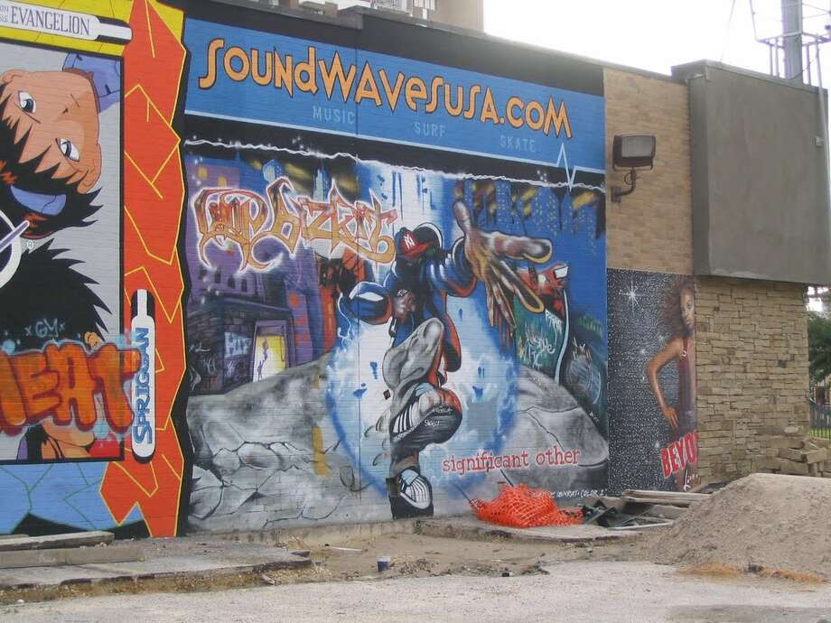 The Soundwaves in Montrose used to have giant murals on the side of the building. Photo: (Shango Via Panoramio)