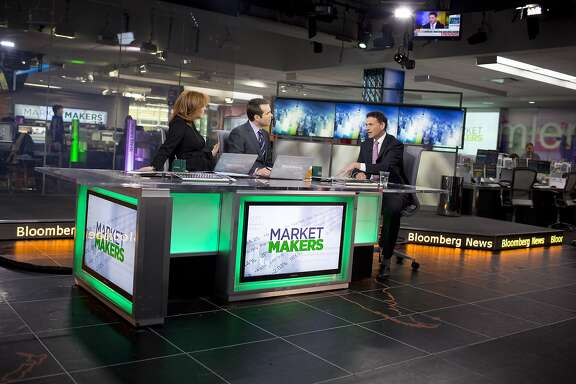 David Einhorn, president and co-founder of Greenlight Capital Inc., right, speaks during a Bloomberg Television interview in New York, U.S., on Thursday, Feb. 7, 2013. Apple Inc., the world's most valuable technology company, is being urged by Einhorn's Greenlight Capital Inc. to return more of its $137.1 billion in cash to shareholders. Photographer: Scott Eells/Bloomberg *** Local Caption *** David Einhorn David Einhorn, president and co-founder of Greenlight Capital Inc., right, speaks during a Bloomberg Television interview in New York, U.S., on Thursday, Feb. 7, 2013. Apple Inc., the world's most valuable technology company, is being urged by Einhorn's Greenlight Capital Inc. to return more of its $137.1 billion in cash to shareholders. Photographer: Scott Eells/Bloomberg *** Local Caption *** David Einhorn