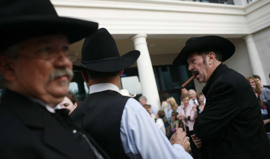 Kinky Friedman (right) recommends turning Texas' troublesome feral hog surfeit into profit for the state. Photo: Lisa Krantz / San Antonio Express-News / SAN ANTONIO EXPRESS-NEWS