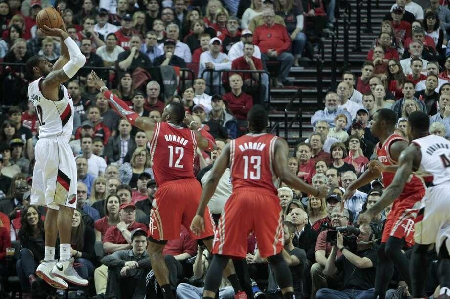 Portland's LaMarcus Aldridge shoots over Houston's Dwight Howard during the first half of Game 3. Photo: James Nielsen, Houston Chronicle