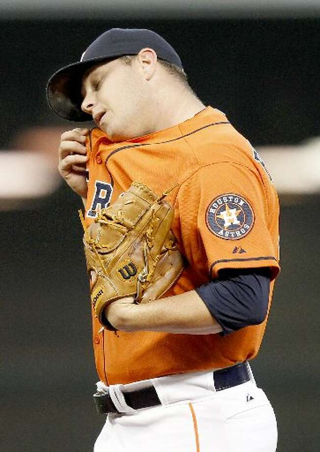 Astros manager Bo Porter (16) wipes his chin with his shirt after giving up four runs in the second inning. Photo: Thomas B. Shea, For The Chronicle