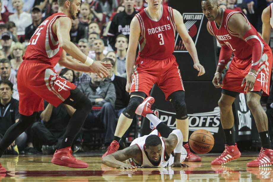 Portland guard Wesley Matthews dives for a loose ball against Rockets forward Chandler Parsons, center Omer Asik and center Dwight Howard during the second half. Photo: James Nielsen, Houston Chronicle