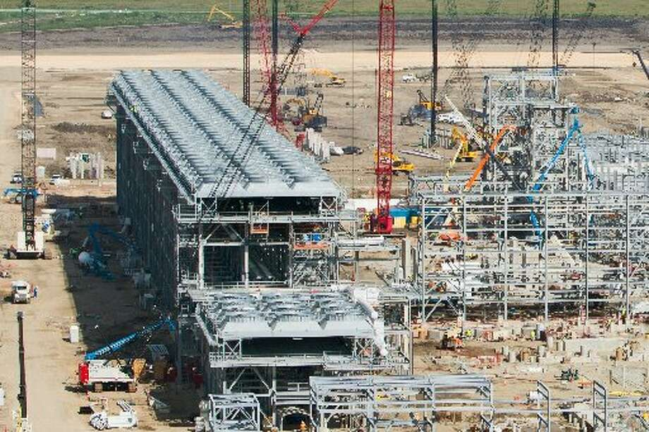 Sabine Pass LNG TerminalCheniere's Sabine Pass facility, now under construction at the site of its existing import terminal, is the only fully permitted new liquefied natural gas export project. First proposed in 2010, the Sabine Pass project effectively kicked off the new LNG export frenzy.   Location: Cameron Parish, La.  Company: Cheniere Energy Inc.  Proposed first exports: 2015.  Customers: Britain's Centrica and BG Group, France's Total, Korea Gas, GAIL India, Spain's Gas Natural Fenosa  Export license: Final approval Aug. 7, 2012 to export 2.2 billion cubic feet per day; pending application for additional 520 million cf/day  FERC license: Final authorization April 16, 2012