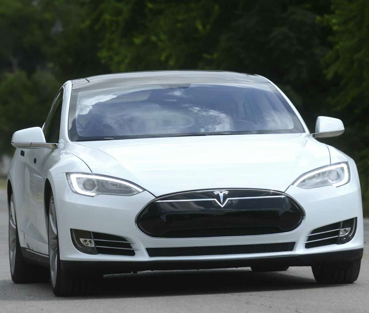 An all-electric Tesla Model S sedan makes its way along Mission Road in San Antonio on Wednesday, Aug. 21, 2013. Express-News business reporter Neal Morton test drove the vehicle.