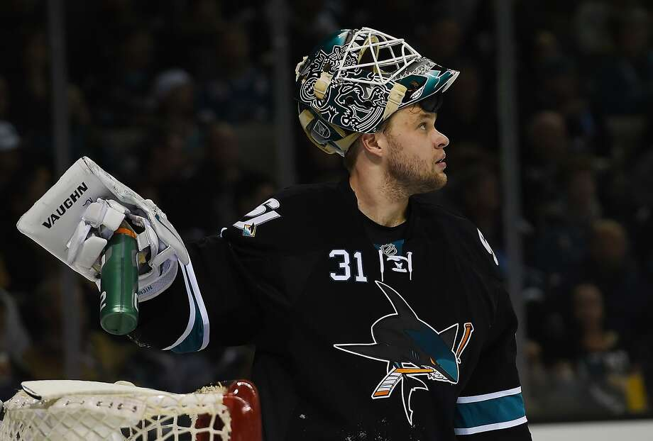 Sharks goalie Antti Niemi looks up at the scoreboard after Anze Kopitar's goal gave the Kings a 2-0 first-period lead. Photo: Thearon W. Henderson, Getty Images