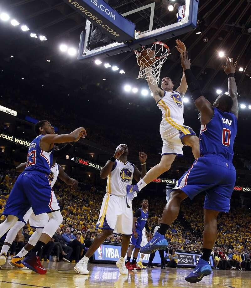 Klay Thompson dunks during the first half, when the Warriors shot 58 percent and built as much as a 23-point lead. Photo: Carlos Avila Gonzalez, The Chronicle