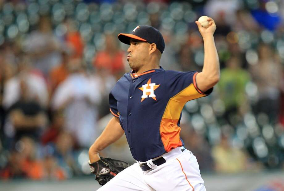 Astros reliever Raul Valdes pitches in the top of the 9th inning Sunday. Photo: Mayra Beltran, Houston Chronicle