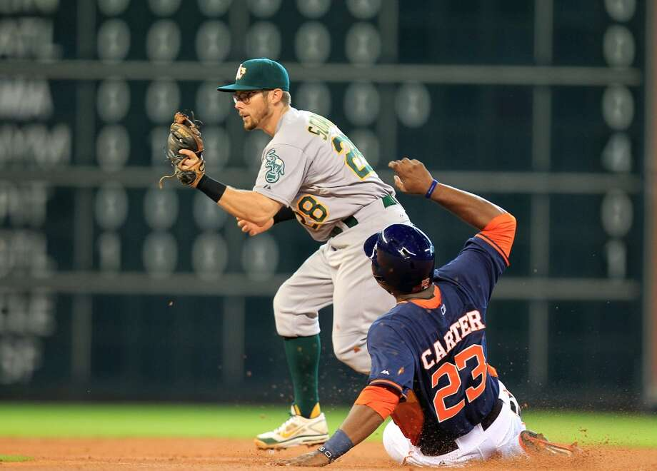 Astros designated hitter Chris Carter slides into 2nd base. Photo: Mayra Beltran, Houston Chronicle
