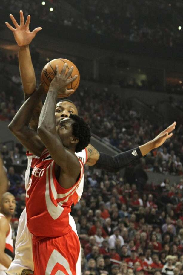 Rockets guard Patrick Beverley takes a jump shot. Photo: James Nielsen, Houston Chronicle