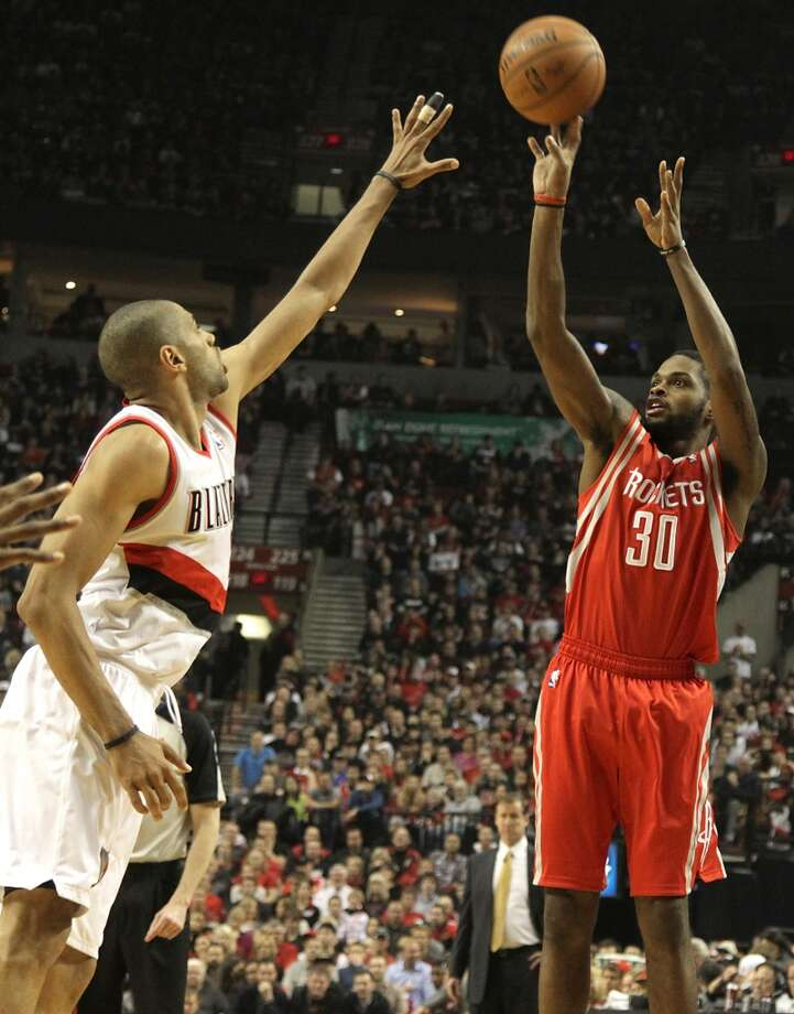 Rockets guard Troy Daniels takes a jump shot over Trail Blazers forward Nicolas Batum. Photo: James Nielsen, Houston Chronicle