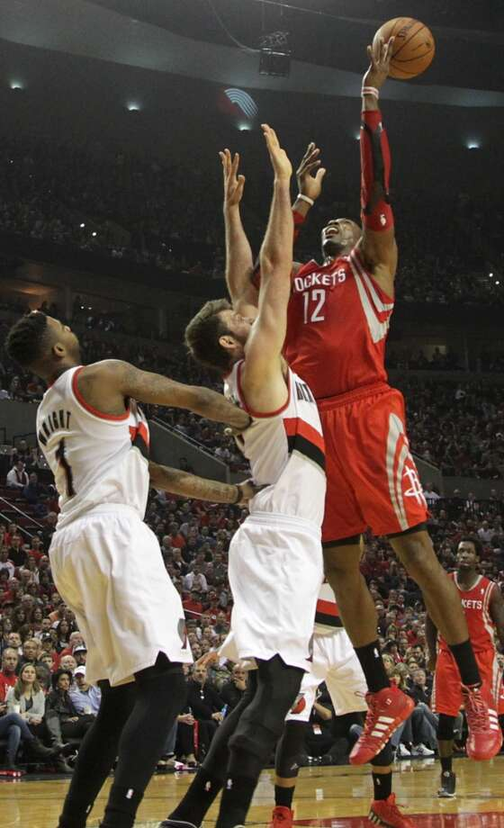 Rockets center Dwight Howard  goes to the basket. Photo: James Nielsen, Houston Chronicle