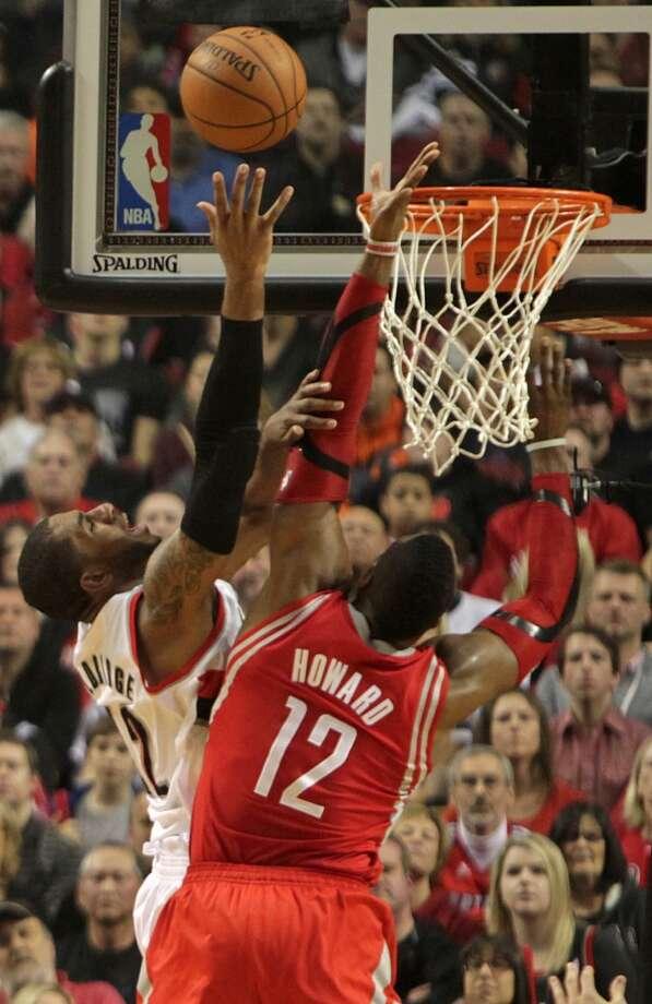 Trail Blazers forward LaMarcus Aldridge, left, shoots over Rockets center Dwight Howard. Photo: James Nielsen, Houston Chronicle