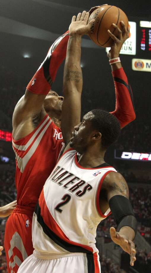 Rockets center Dwight Howard, left, grabs a rebound. Photo: James Nielsen, Houston Chronicle