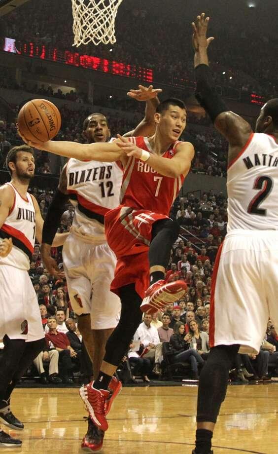 Rockets guard Jeremy Lin drives past Trail Blazers forward LaMarcus Aldridge. Photo: James Nielsen, Houston Chronicle