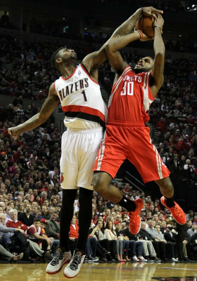 Trail Blazers forward Dorell Wright defends a shot by Rockets guard Troy Daniels. Photo: James Nielsen, Houston Chronicle