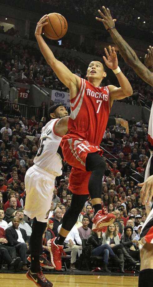 Rockets guard Jeremy Lin drives in for a layup. Photo: James Nielsen, Houston Chronicle