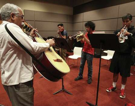 Campanas de Americas founder and Palo Alto College full-time instructor Juan Ortiz (left) teaches students in a small ensemble class at the college. Photo: Kin Man Hui / San Antonio Express-News / ©2013 San Antonio Express-News