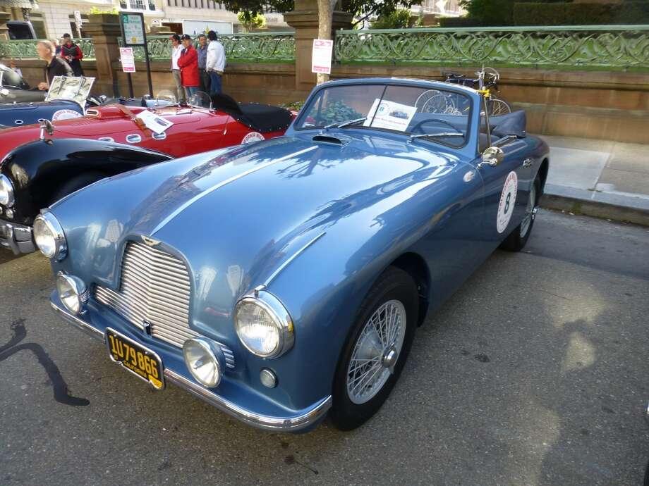 1953 Aston Martin DB2 Vantage.