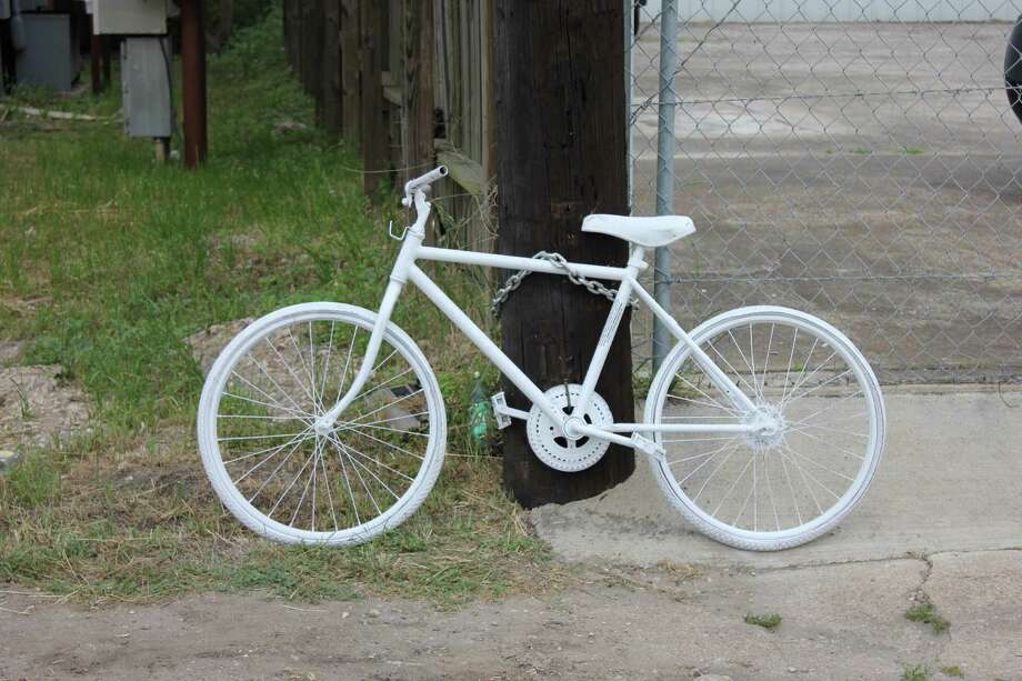 Ghost bikes memorialize the places where Houston-area cyclists lost their lives. Photo: (Richard Tomlinson)