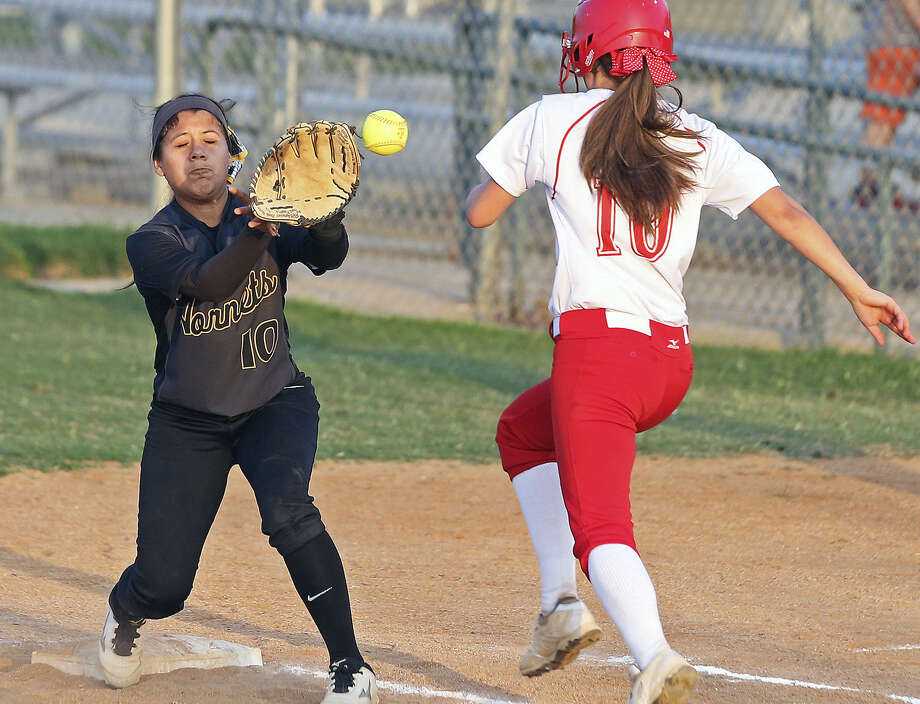 Hornet infielderHailey Reynoldstakes a throwdirectly in the sunto get Madison Nelsonof Taft during the East Central-Taftgame at Northsidesoftball complex ina 5A first-roundplayoff doubleheaderon April 25. Photo: Tom Reel /