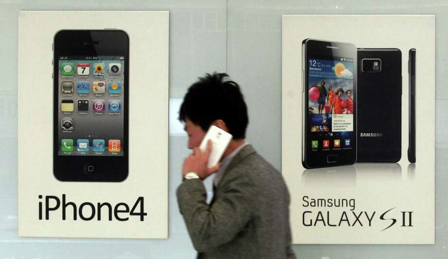 The latest legal fight between Samsung and Apple, the world's largest smartphone makers, could go to the jury Tuesday in California. Photo: Han Sang-kyun, SUB / Yonhap