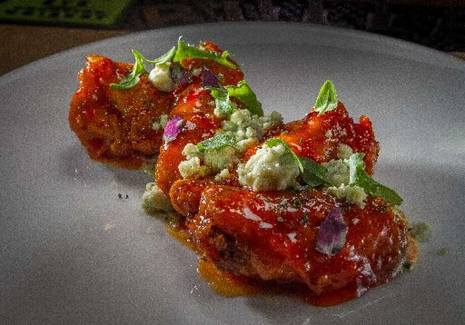 231 Ellsworth in San Mateo: Sweet and spicy with crumbles of blue cheese and buttermilk dipping sauce Photo: John Storey, Special To The Chronicle