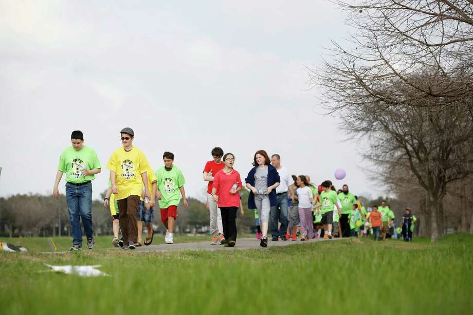 Children walk on the trail along Braeswood Bayou. Photo: © TODD SPOTH, 2014, For The Houston Chronicle / © TODD SPOTH, 2014